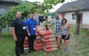 Прикарпатцям, які постраждали від повені, привезли цемент та плитку