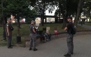 """В Івано-Франківську """"муніципали"""" виявили у чоловіка крадений телефон. ФОТО"""