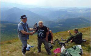 80-річний прикарпатець піднявся на Говерлу. ФОТО