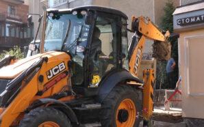 У Франківську майже тиждень ремонтують порив труби (ВІДЕО)