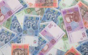 Курс гривні наблизився до мінімуму 2020 року