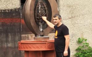 Коломийський майстер виготовив для міста скульптурну композицію з металу. ВІДЕО
