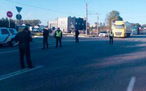 Прикарпатські поліцейські забезпечують порядок на трасі Н-10 у селі Креховичі.…