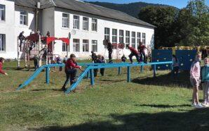 На межі виживання: на Франківщині вчителі ремонтують школу власним коштом.…