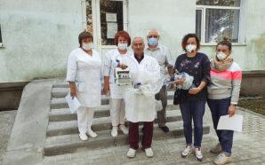 Союз українок придбав для калуських медиків два портативні апарати ШВЛ.…
