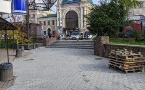У Франківську активно відновлюють привокзальну площу
