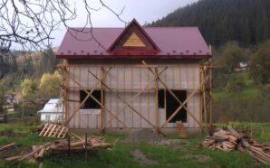 Прикарпатці, якій селевий потік зніс хату, будують новий дім. ФОТО