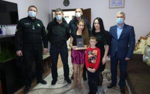 Прикарпатські поліцейські привітали з Днем народження дочку та сина загиблих…