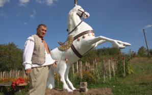 Скульптор з Коломийщини виготовляє дивовижні статуї. ВІДЕО