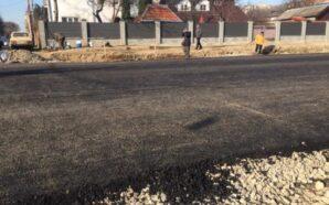З'єднання бульварів триває: дорожники уклали один із шарів асфальтобетону