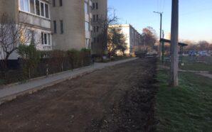 В Івано-Франківську на Вовчинецькій почали ремонт одного з дворів. ФОТО