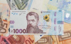 Курс валют на 23 лютого: скільки коштують долар і євро