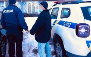 На автобусній зупинці у Перегінському пограбували чоловіка