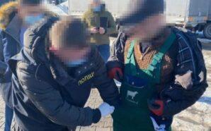 Поліцейські затримали на хабарі керівника відділу Державної екологічної інспекції Карпатського…