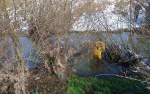 В Івано-Франківську рятувальники витягнули з потічка тіло людини. ФОТО