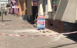 В Івано-Франківську на будинок, з якого обвалився карниз, встановлять захисні…