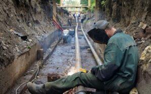 Працівники теплокомуненерго замінюють зношені труби на Мазепи