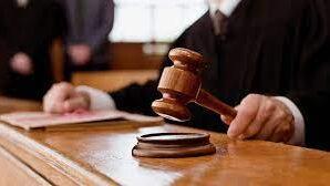 Долинська міська рада судиться з Кабміном, МОН та облдержадміністрацією